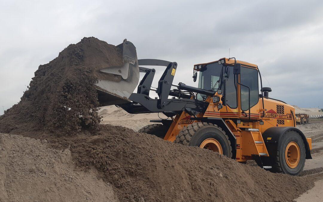 Een nieuwe Ljungby L15 met gps voor Meurs shovel verhuur